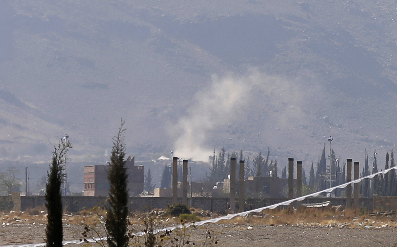 Sanaa Houthi fighters battle Yemeni military