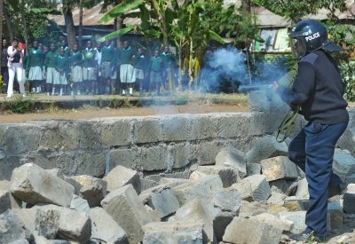Kenyan police teargas children at Nairobi school playground land grabbing protest