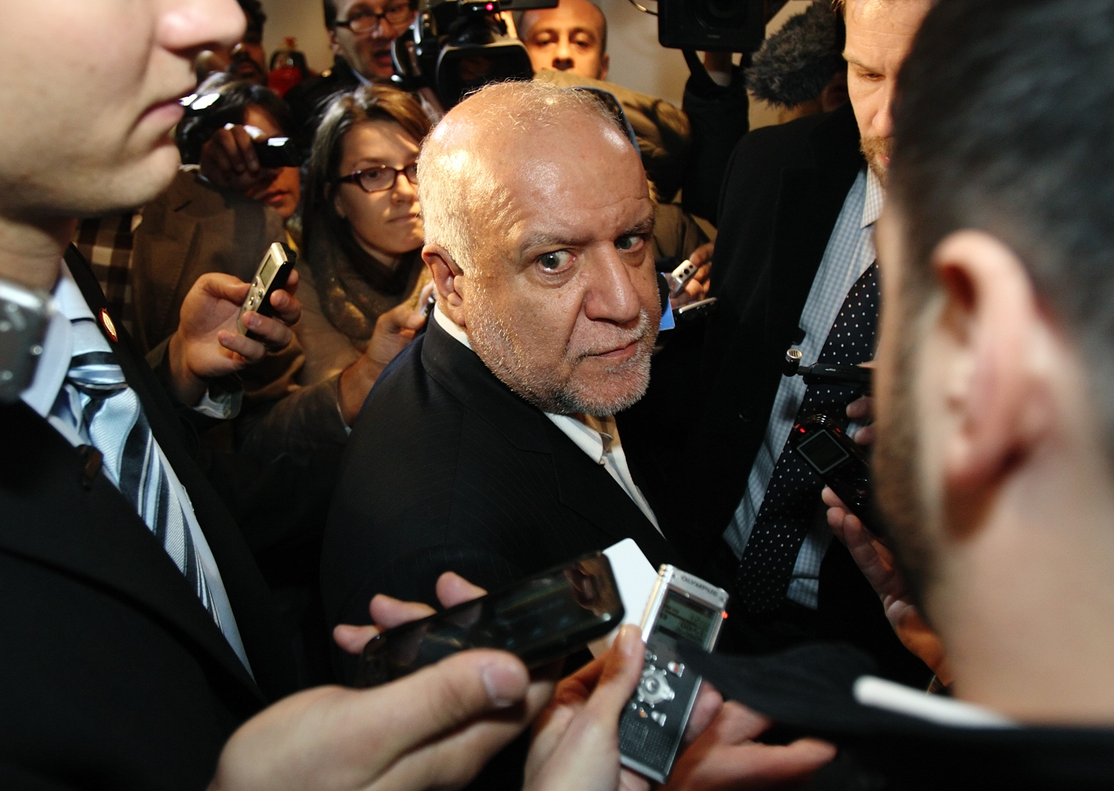 Iranian Oil Minister Bijan Zanganeh is surrounded by journalists and security staff as he arrives at his hotel ahead of an OPEC meeting in Vienna December 3, 2013.