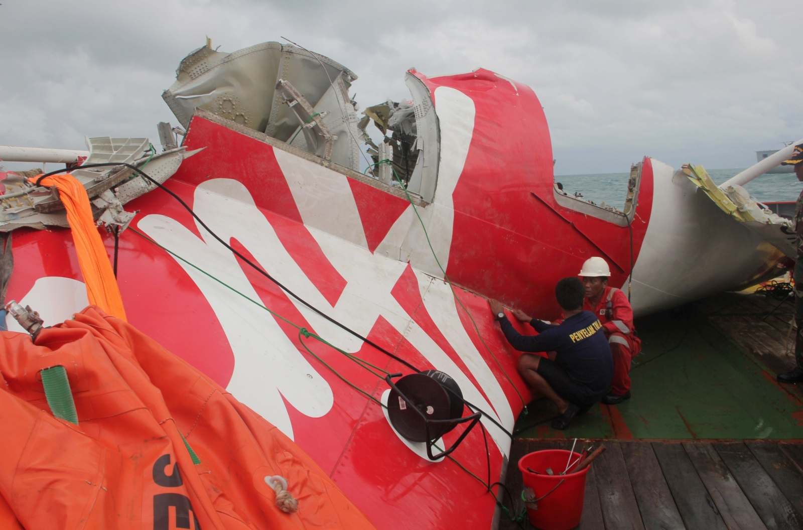 Wreckage from doomed AirAsia flight QZ8501