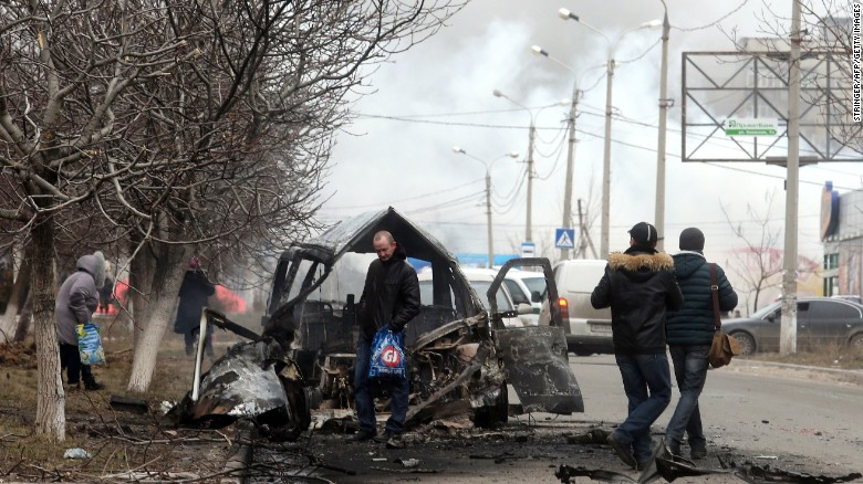 Driver's dashboard camera captures moment of Mariupol shelling