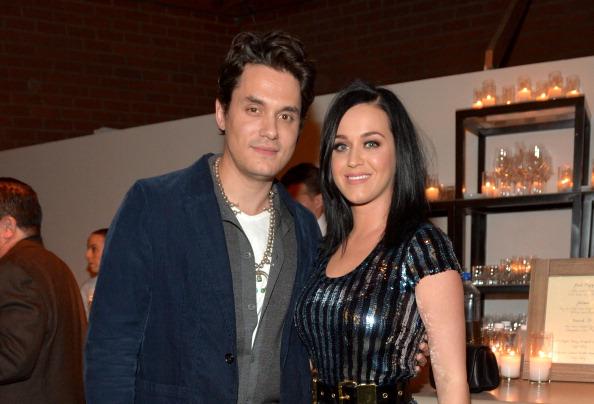 som är Katy Perry dating 2012