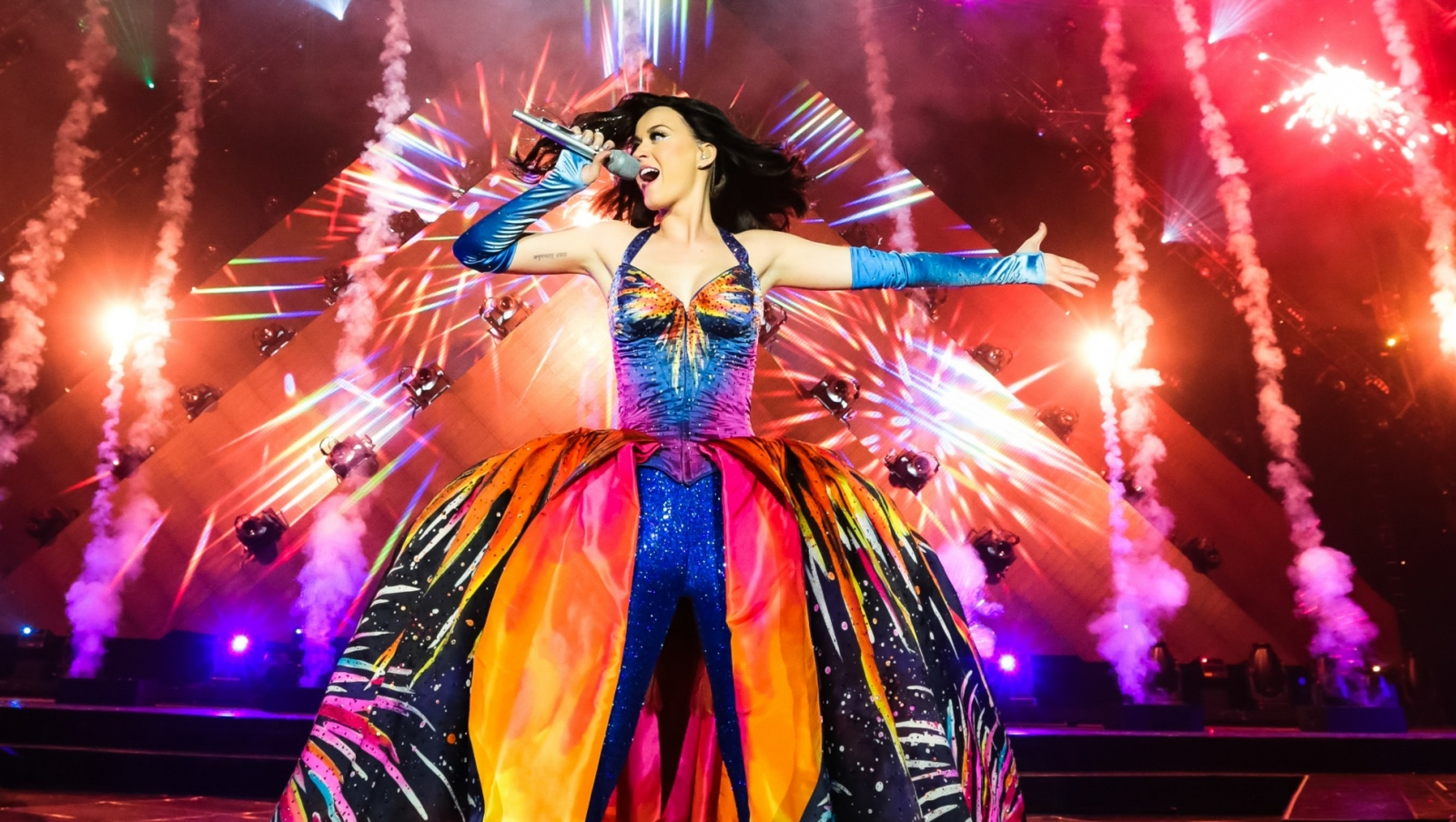 Katy Perry promises lions and sharks during Super Bowl halftime performance