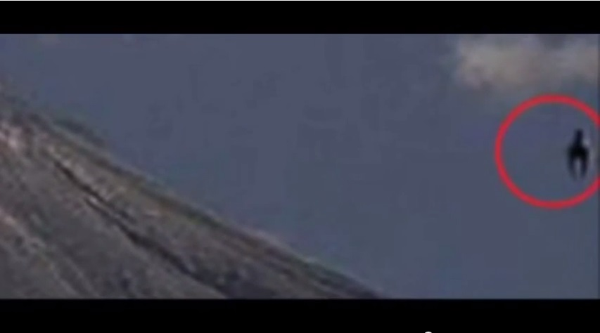 Horse shaped UFO spotted over Mexico volcano and Fire ball UFO spotted over Argentina?