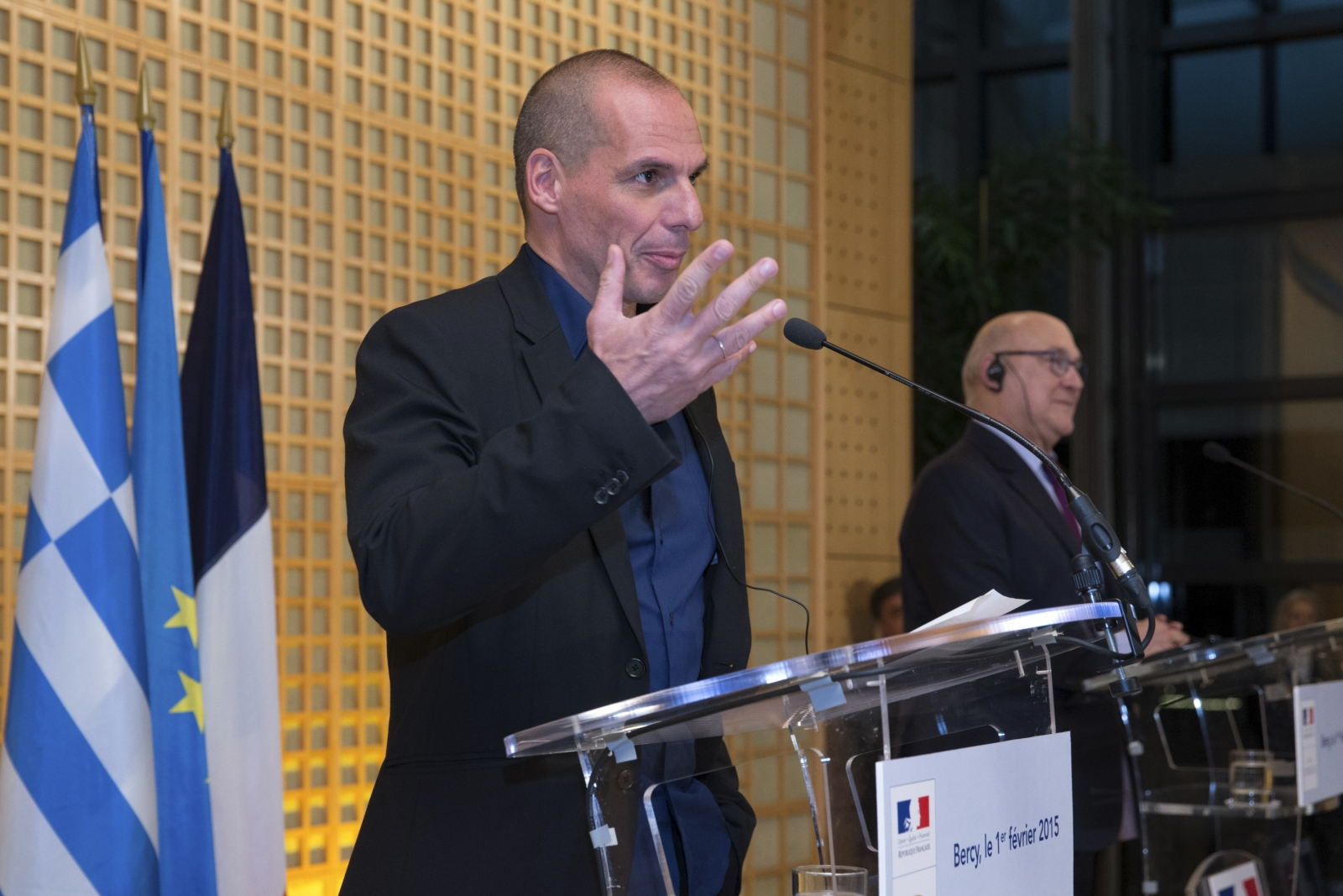 French Finance Minister Michel Sapin (R) and Greek Finance Minister Yanis Varoufakis attend a joint news conference after a meeting at the Bercy Finance Ministry in Paris February 1, 2015.