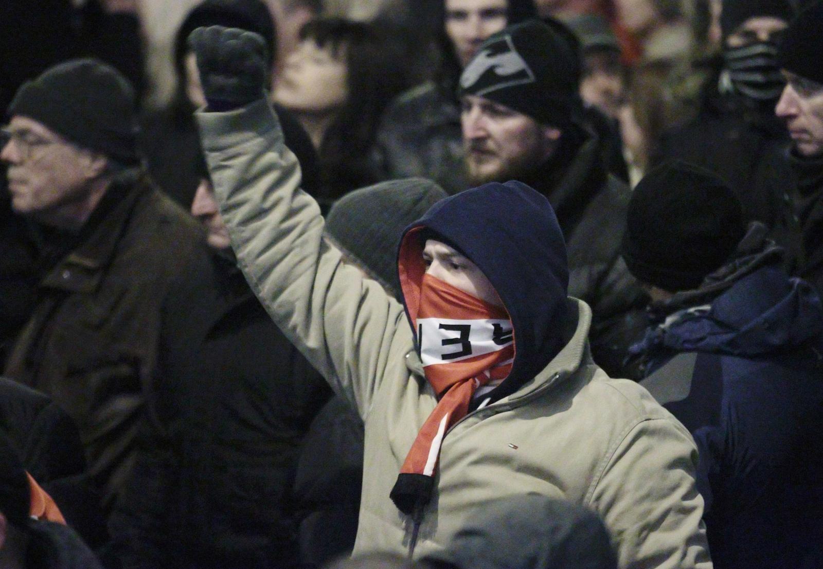 'Nazi salutes' claims as Pegida march through Vienna