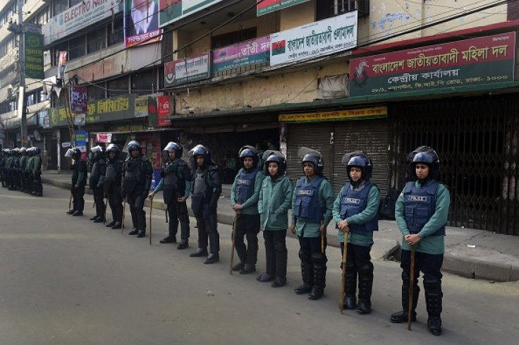 Bangladesh: Seven people burn to death in bus attack as political unrest continues