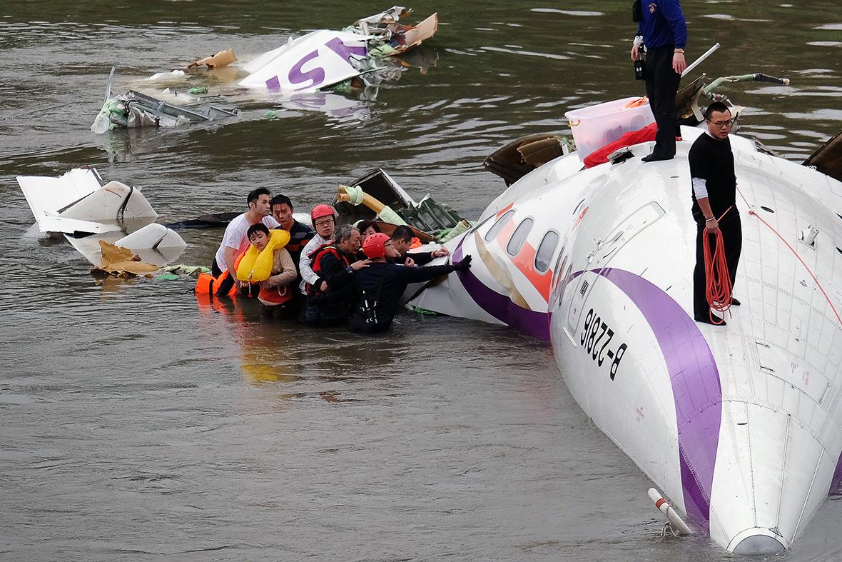 Taiwan plane crash photos