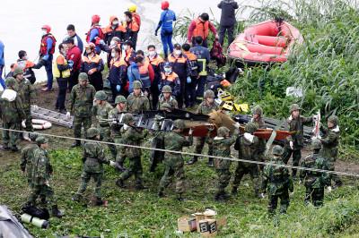 Taiwan plane crash photos