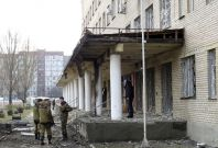 Armed forces of the separatist self-proclaimed Donetsk People\'s Republic gather outside a hospital