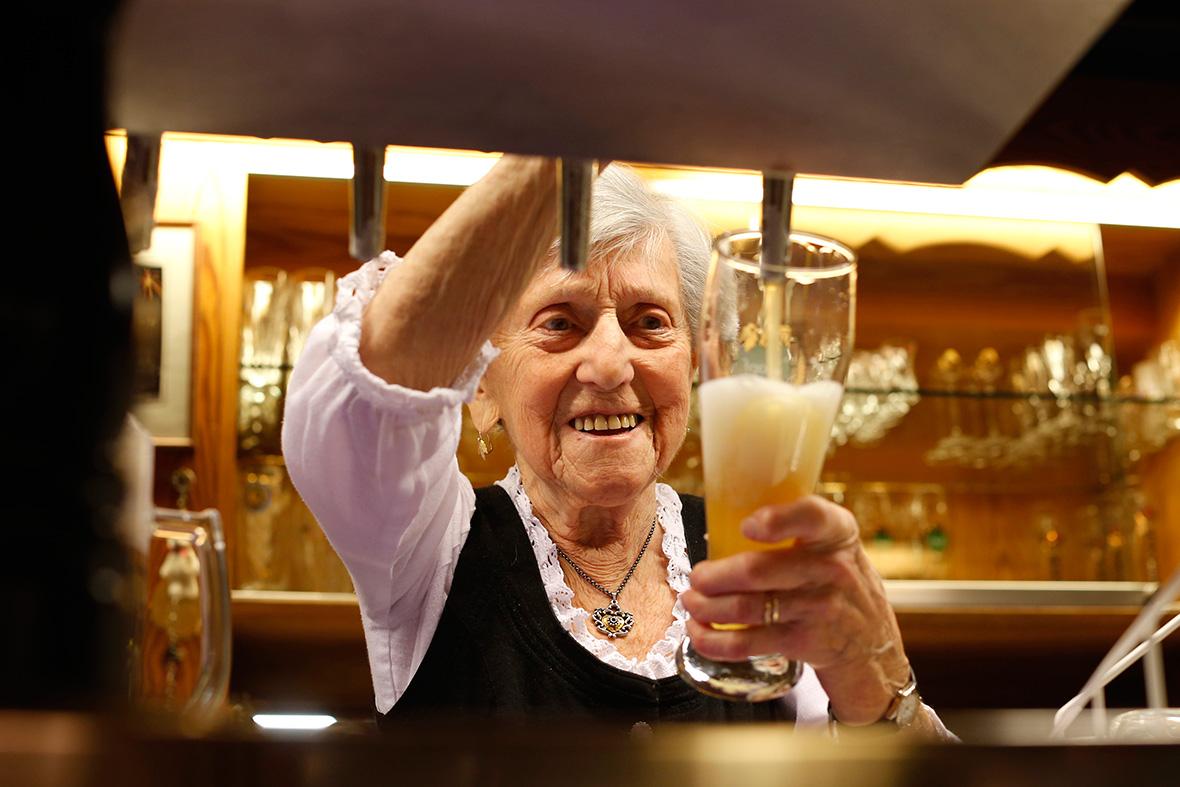91-year-old waitress Kathi Kink