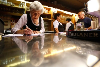 91-year-old waitress Kathi Kink