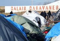 Inside Calais migrant \'Jungles\': From peril to police violence