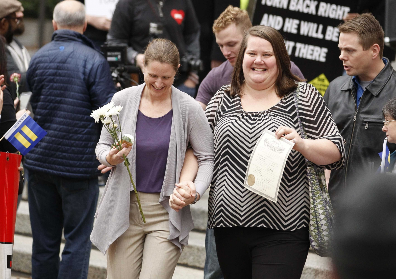 Same-sex couples marry in Alabama after US Supreme Court ruling