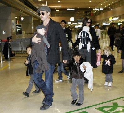 U.S. actors Pitt and Jolie arrive with their children at Narita airport.