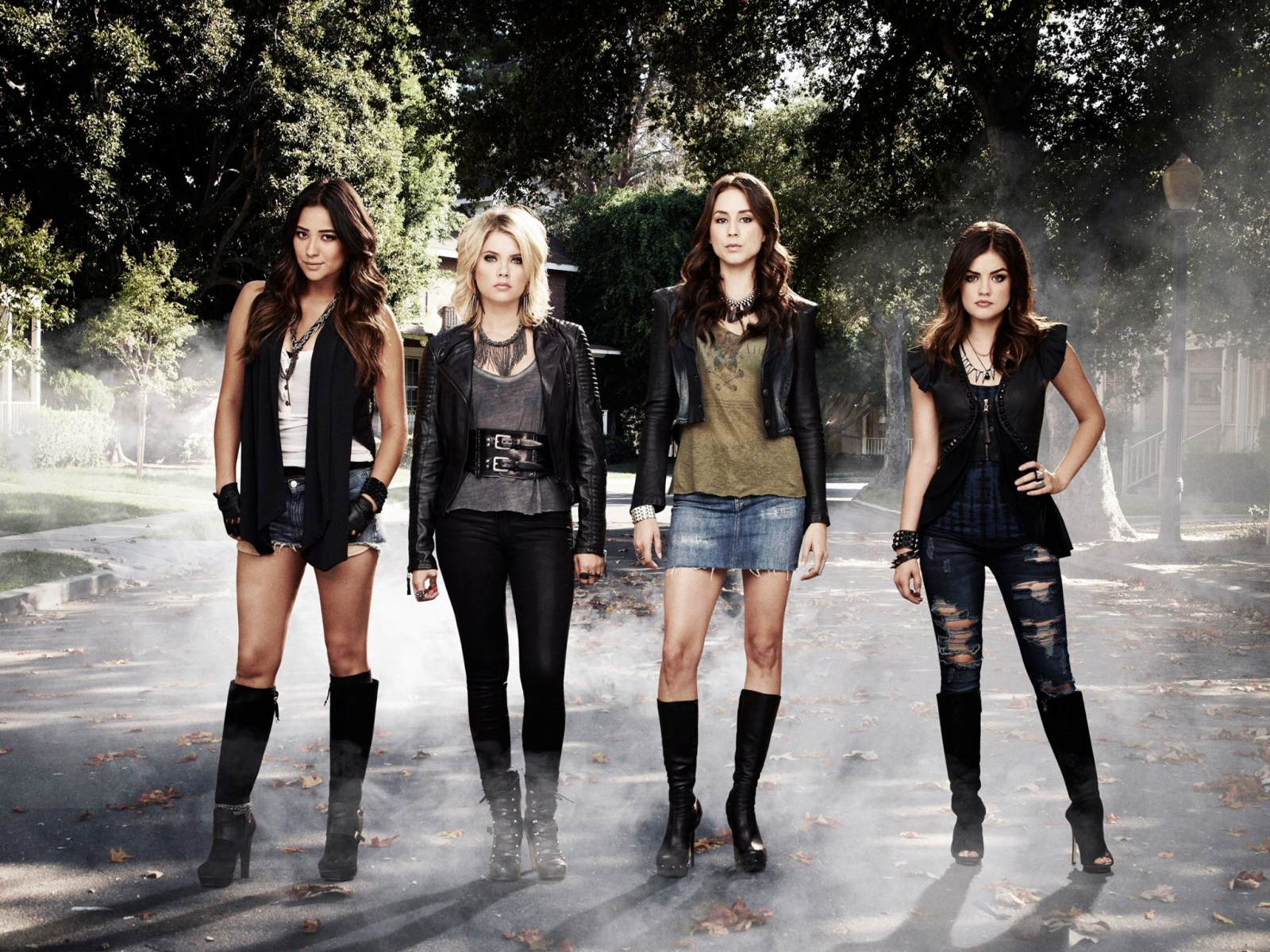 Pretty Little Liars Season 5: Is Mona's twin sister coming to Rosewood? A's mysteries to unravel during finale
