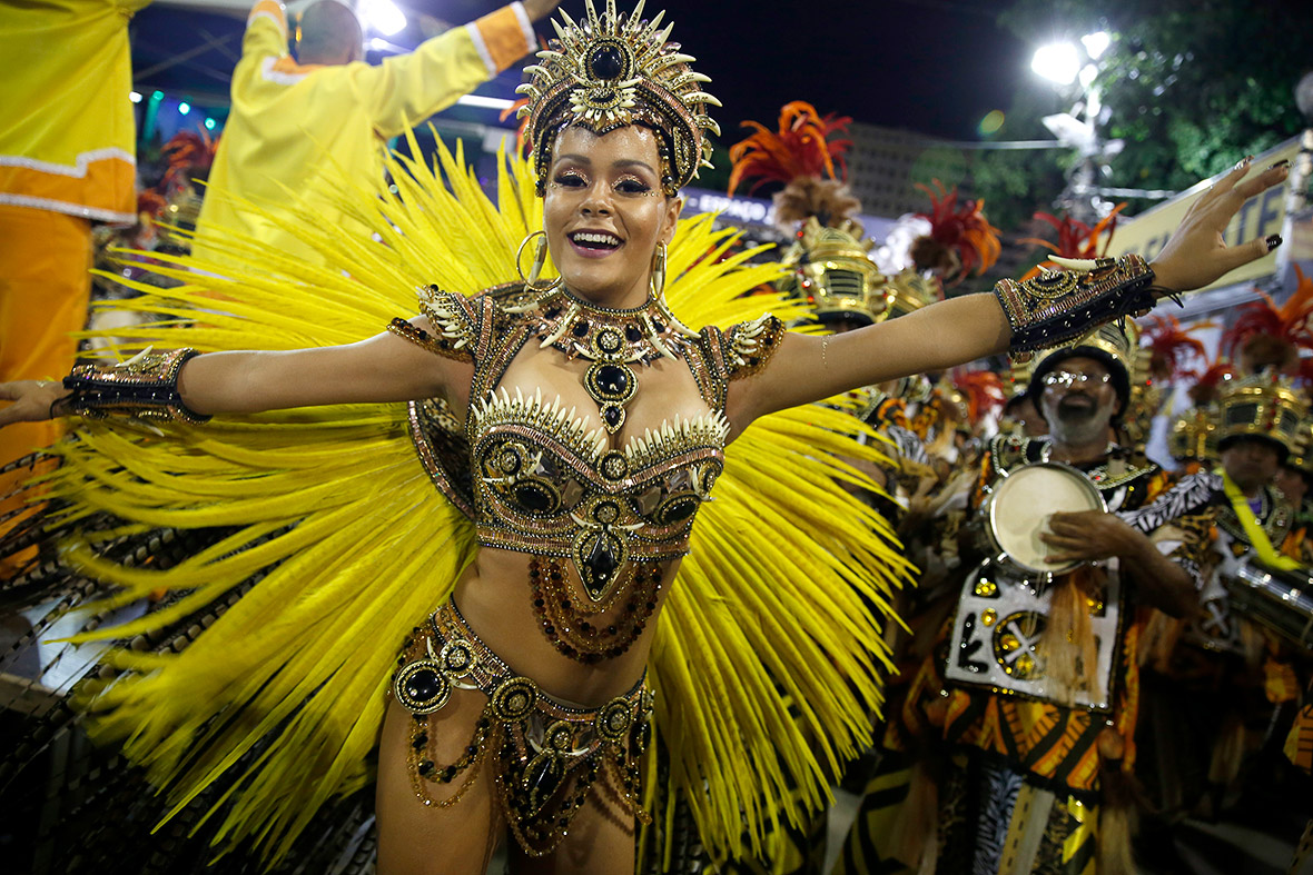 LOOK: Sexy & Naked Women At World's Biggest Street Party – Rio ...