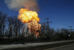 Ukrainian troops say road to Debaltseve 'unblocked' as shelling continues