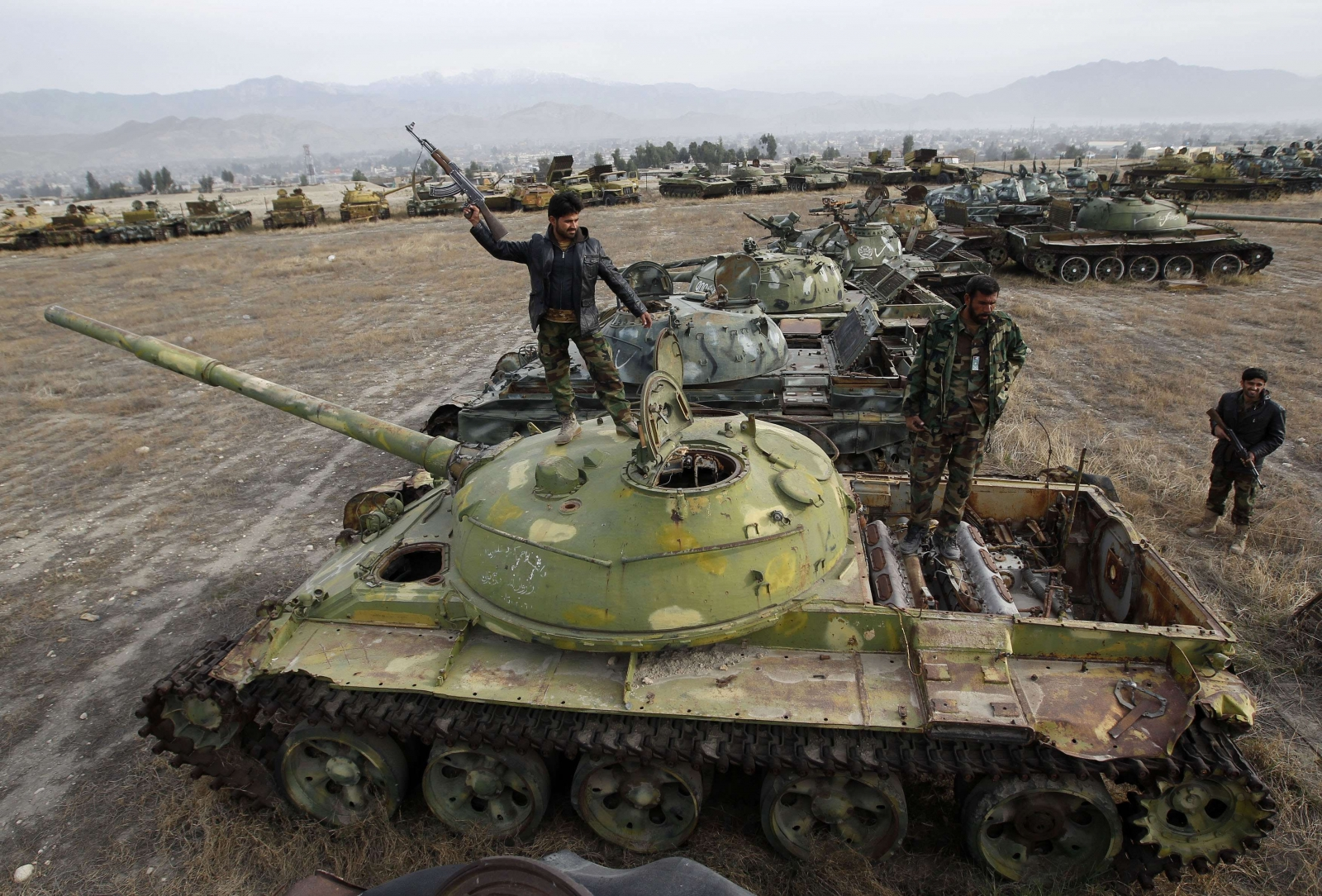 Afghan Taliban kill 22 in attack on provincial police HQs