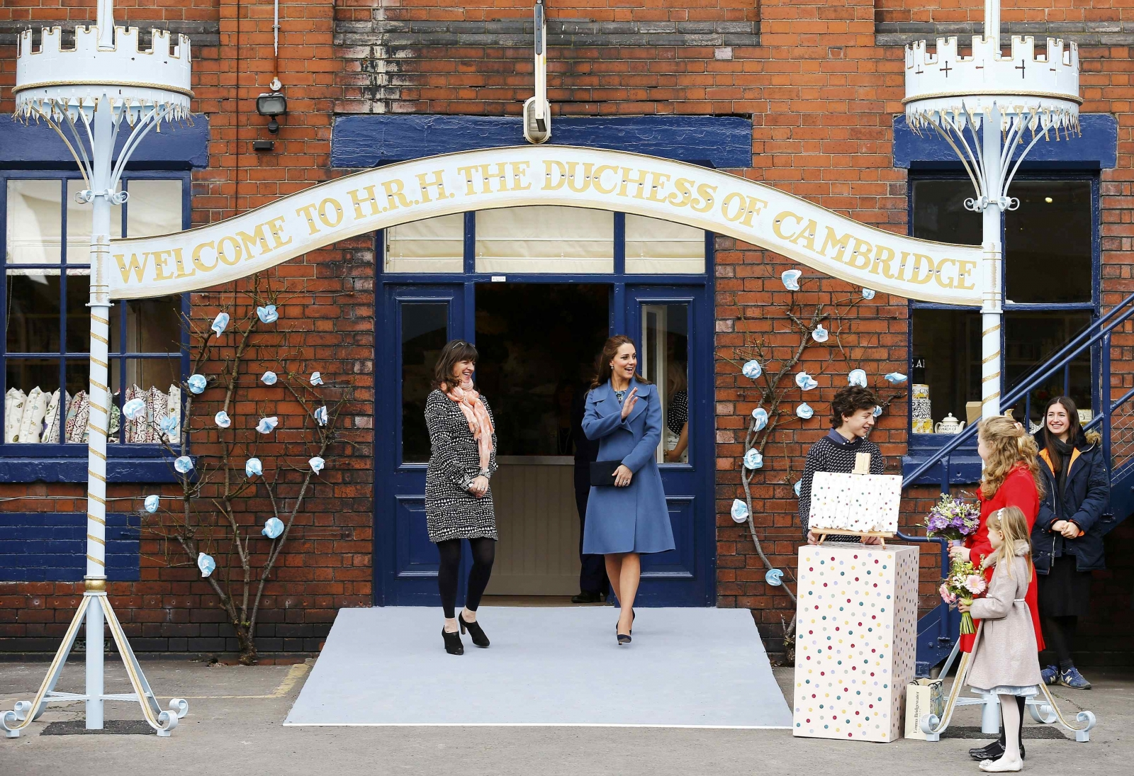 Kate Middleton gets hands on during Emma Bridewater visit
