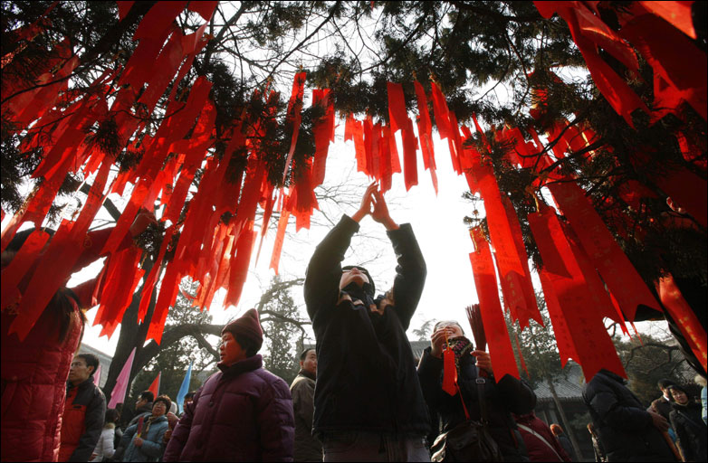 Chinese New Year 2015: Beijing residents flock to White Cloud Temple