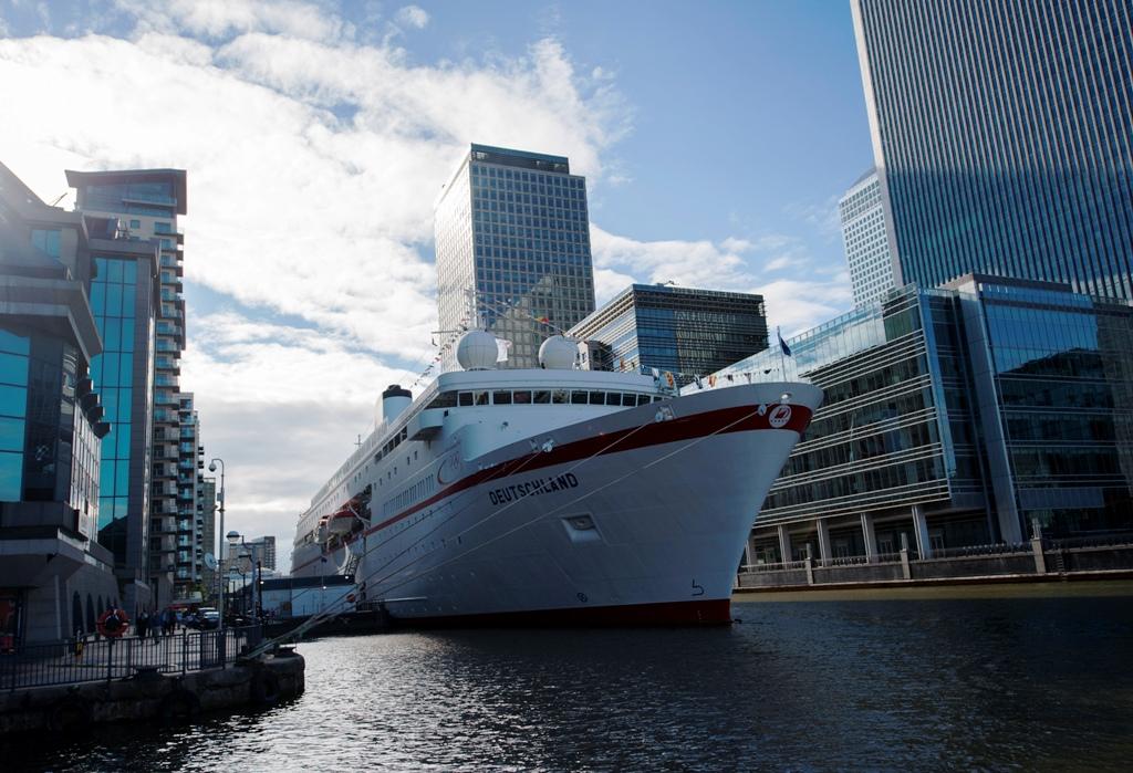 MS Deutschland Canary Wharf London