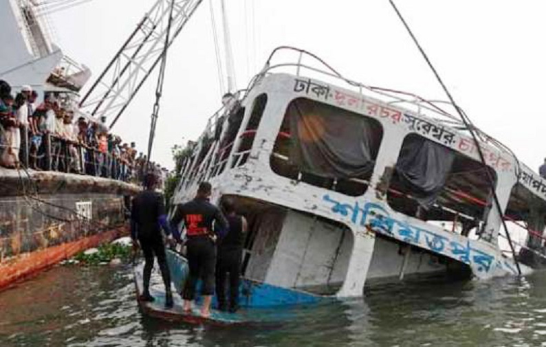 Ferry capsized in river Padma in Bangladesh with more than 100 people on board