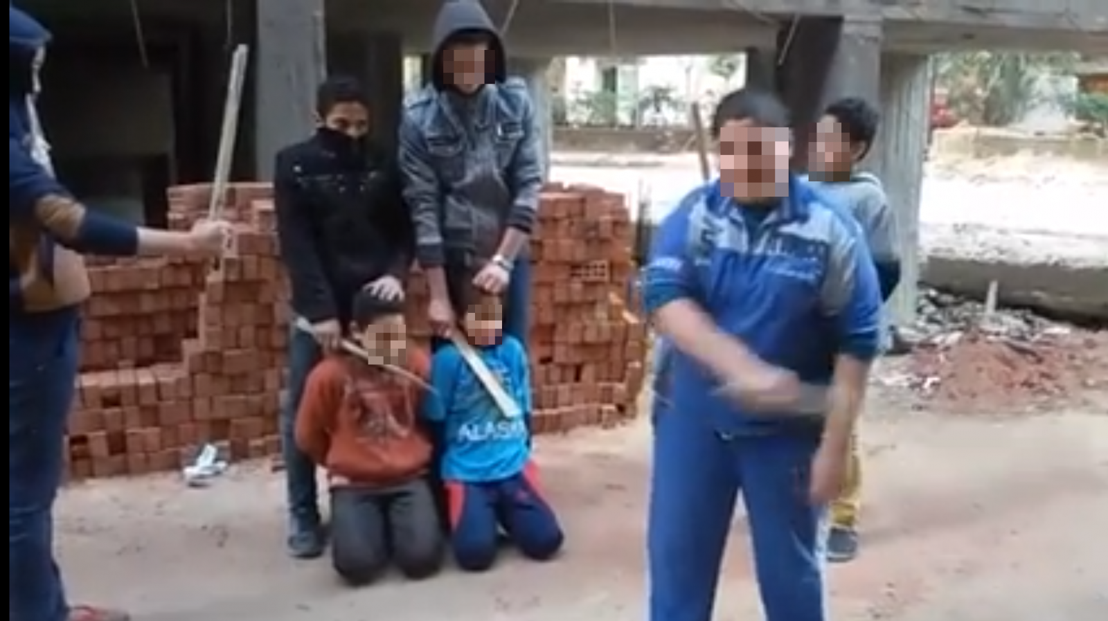 Egyptian children mock Isis beheading