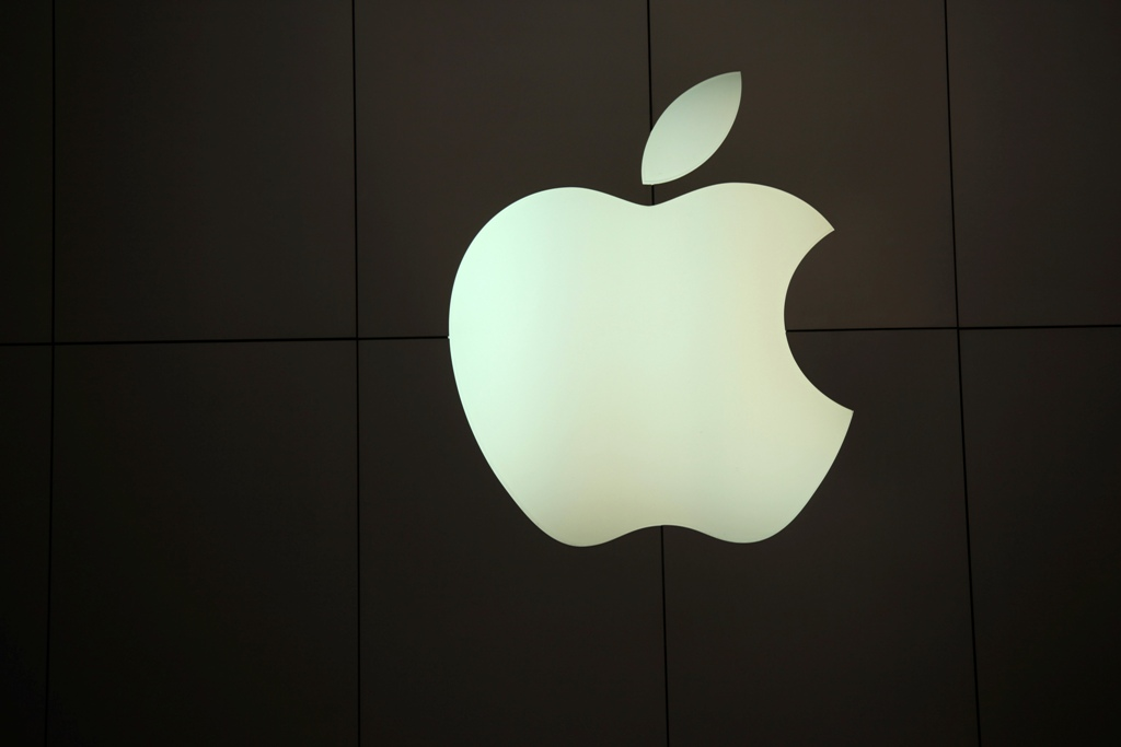 Apple's record close boosts market cap to $775bn