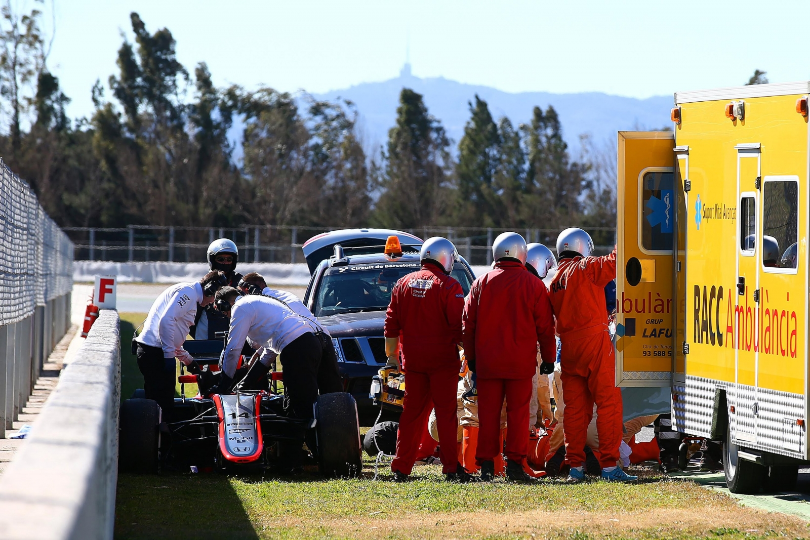 Fernando Alonso to undergo more tests after crash causes concussion