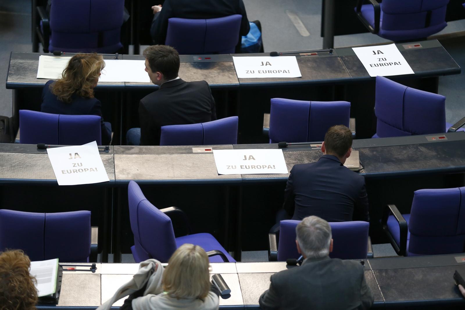 German MPs Greek bailout