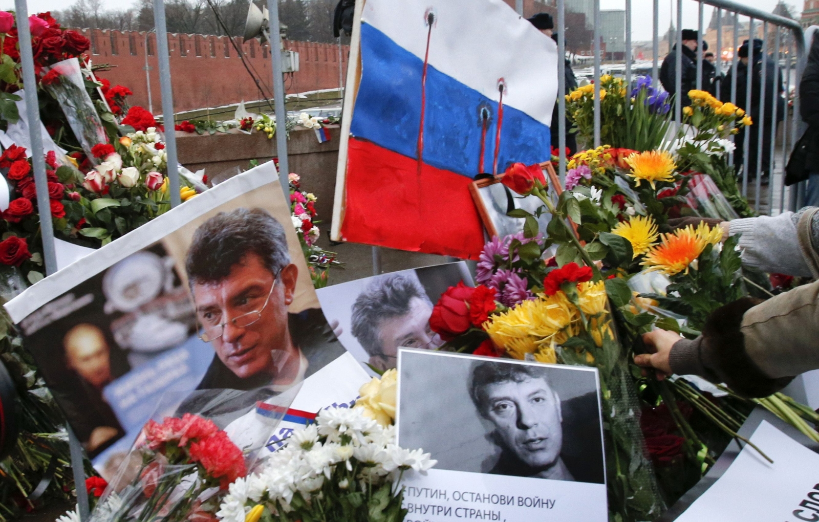 United Kingdom urges Russian Federation to continue investigation into Nemtsov murder