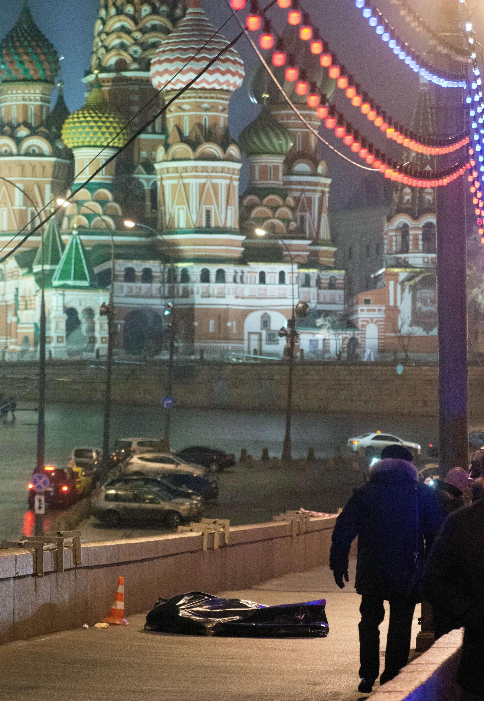 Boris Nemtsov lies on a Moscow bridge