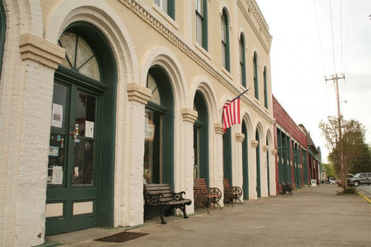 Do these columns in Grantville look familiar?
