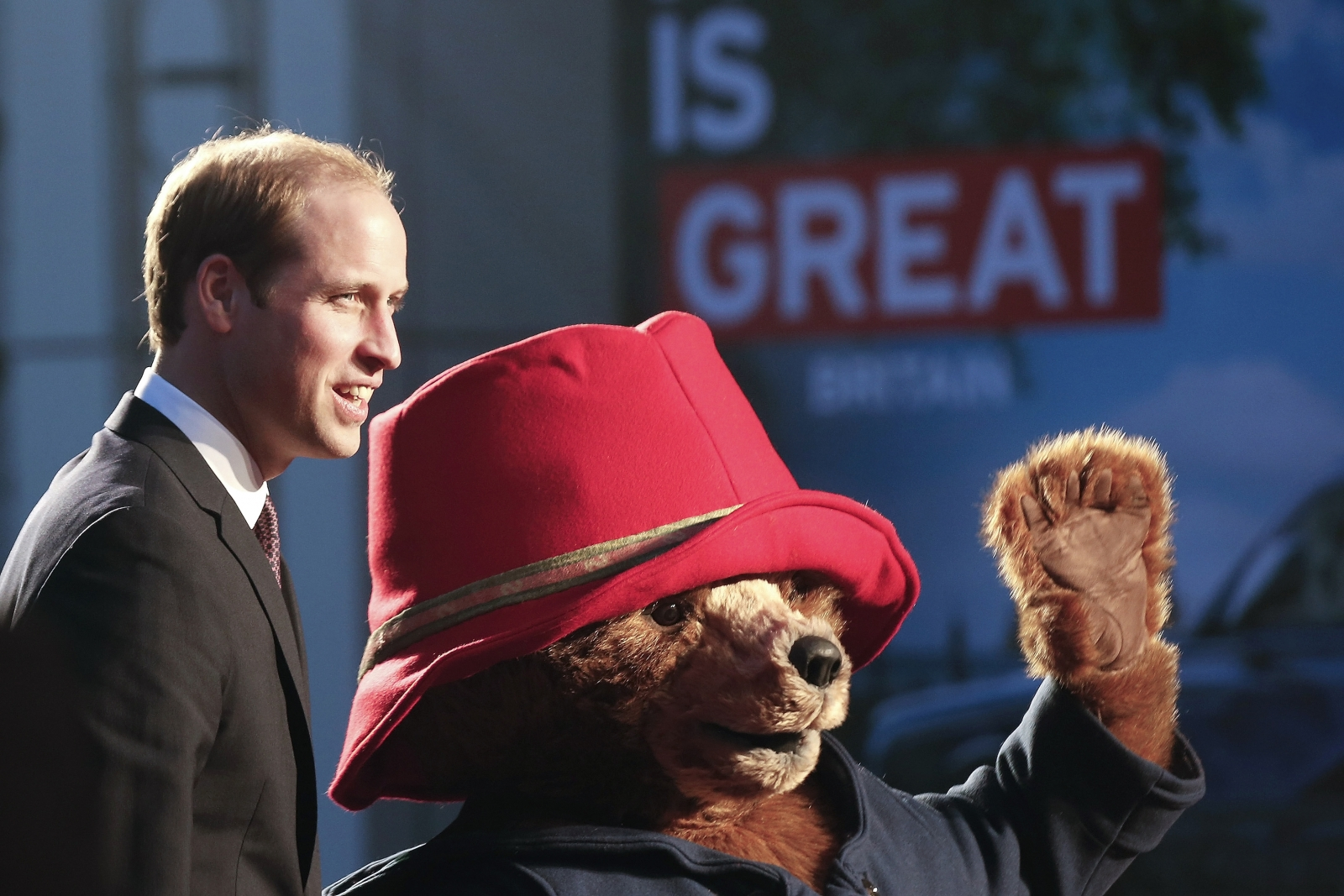 Prince William meets Paddington Bear
