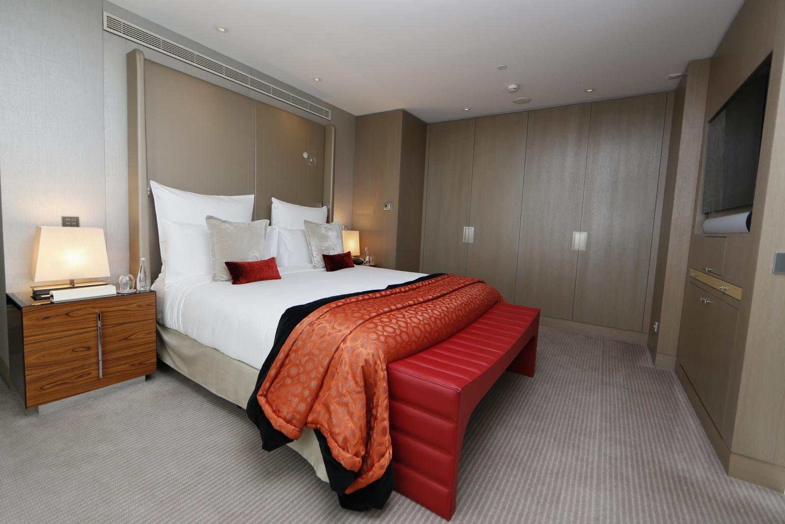 Mandarin Oriental luxury hotel chain