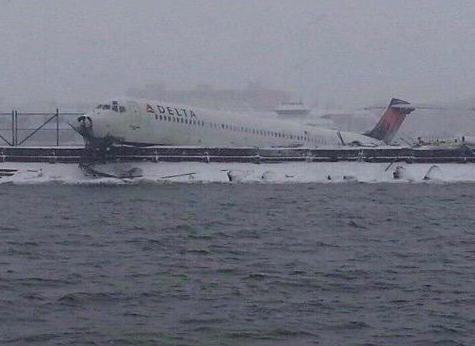 Delta plane LaGuardia