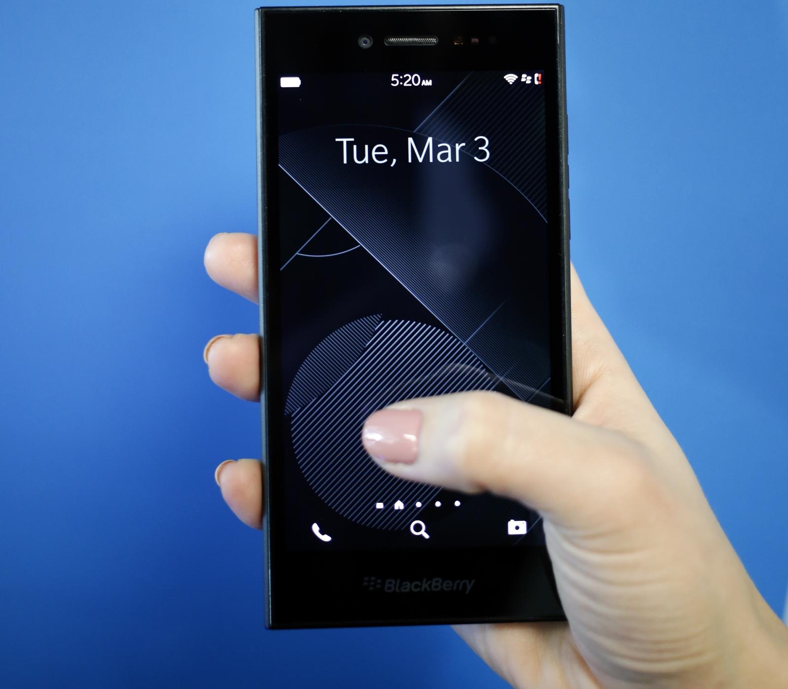 BlackBerry Leap MWC mid-range smartphone