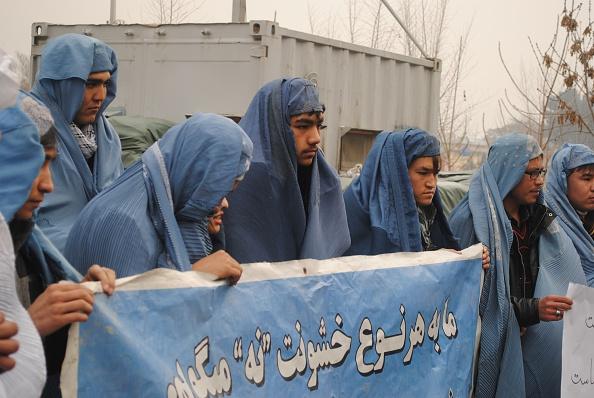 Kabul men burqa protest women violence