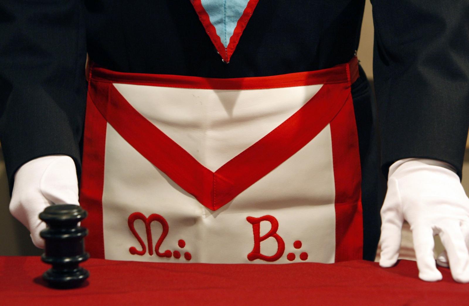 Freemasons make air ambulance gift