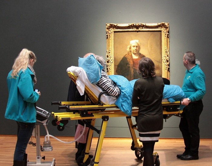 Terminally ill patient views Rembrandt painting