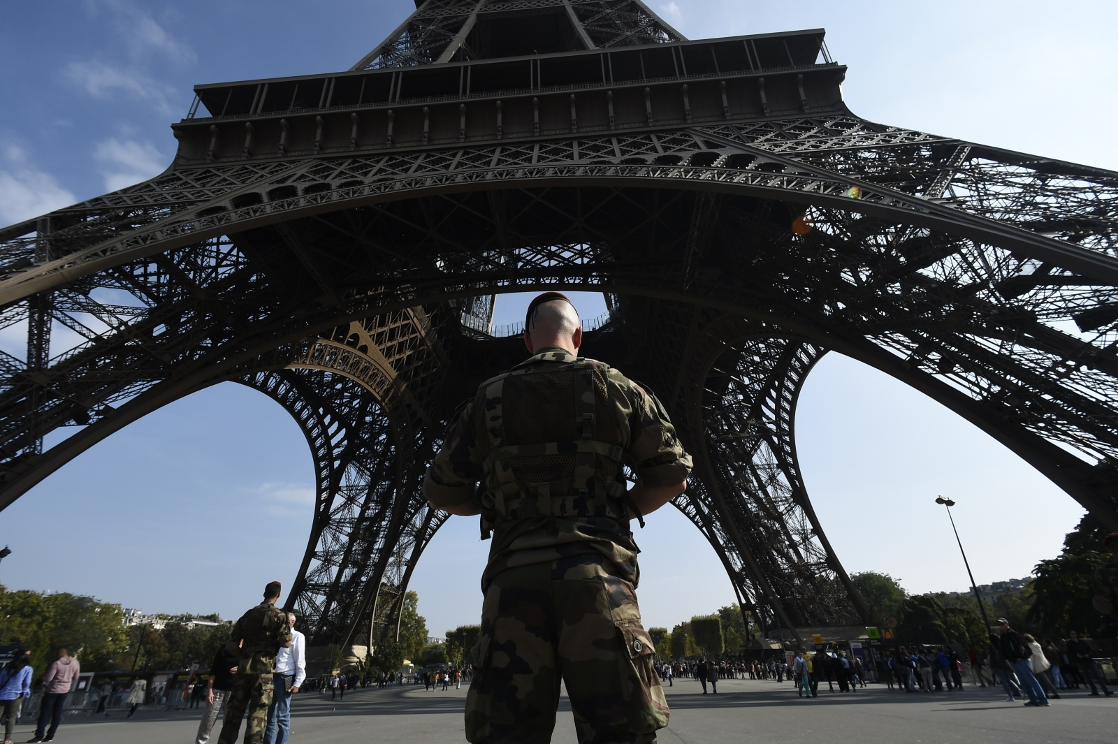 French soldier Eiffel tower paris