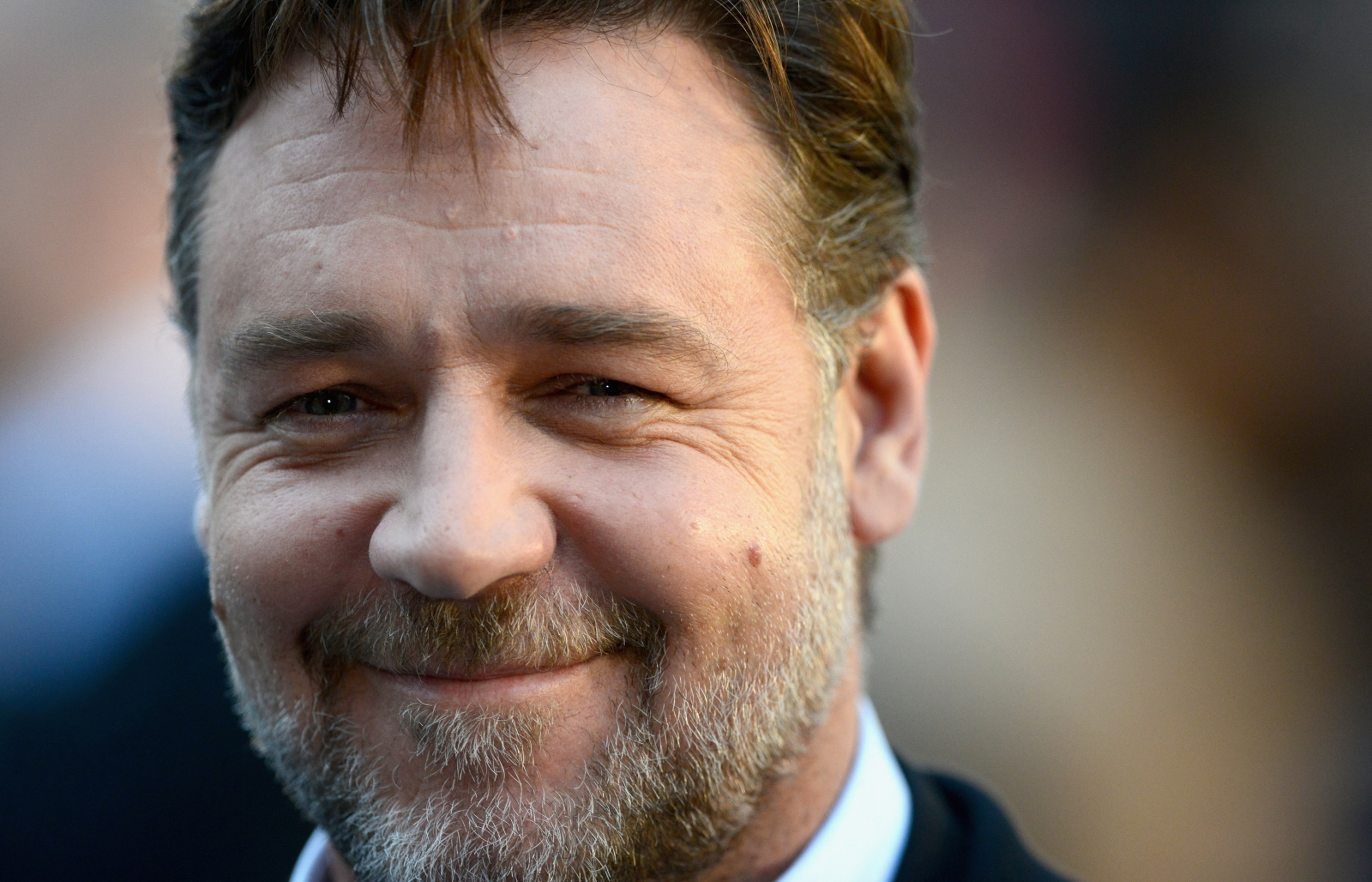 Russell Crowe rules Instagram with hilarious debut posts ...