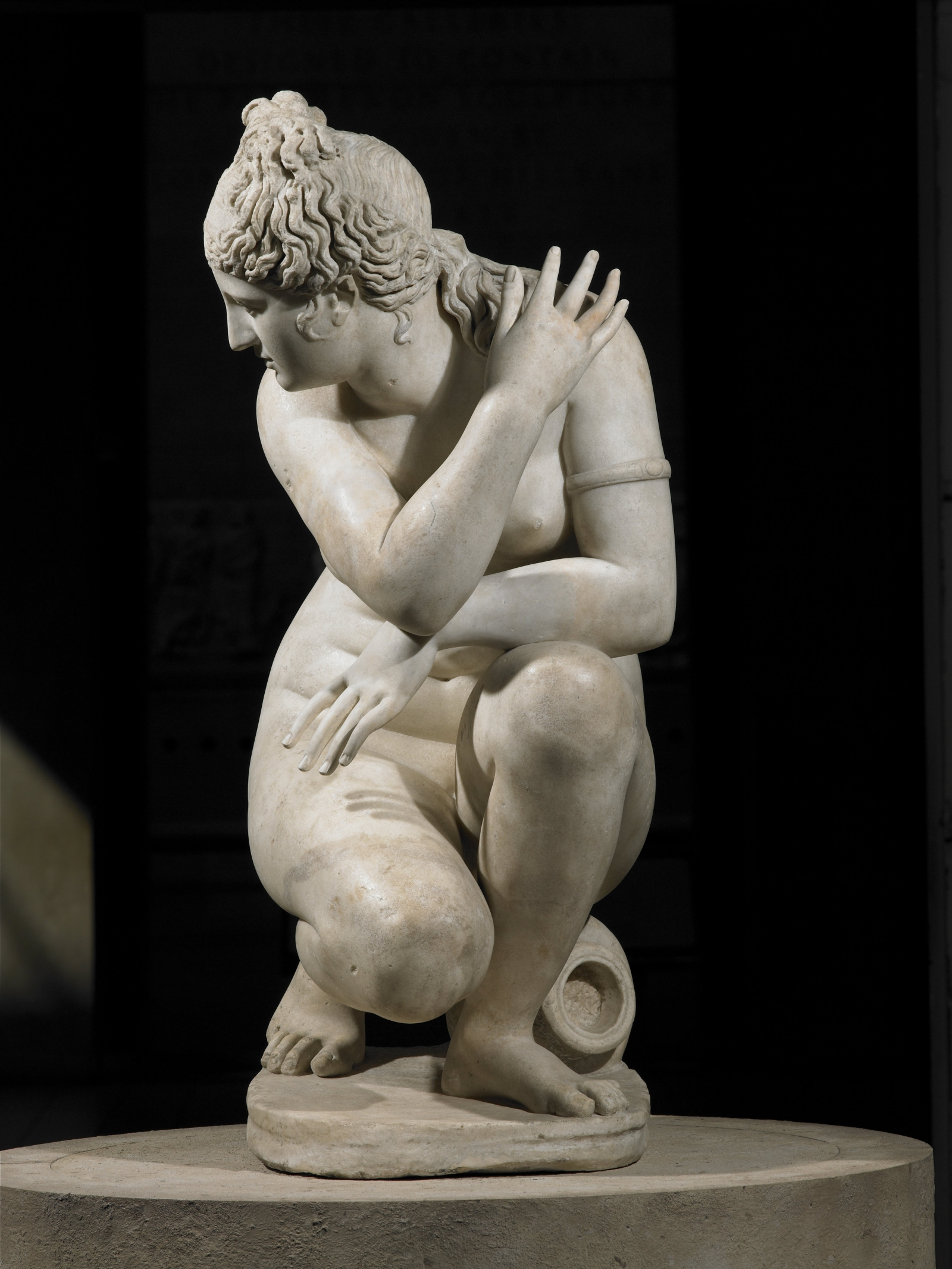 Naked statue of Aphrodite