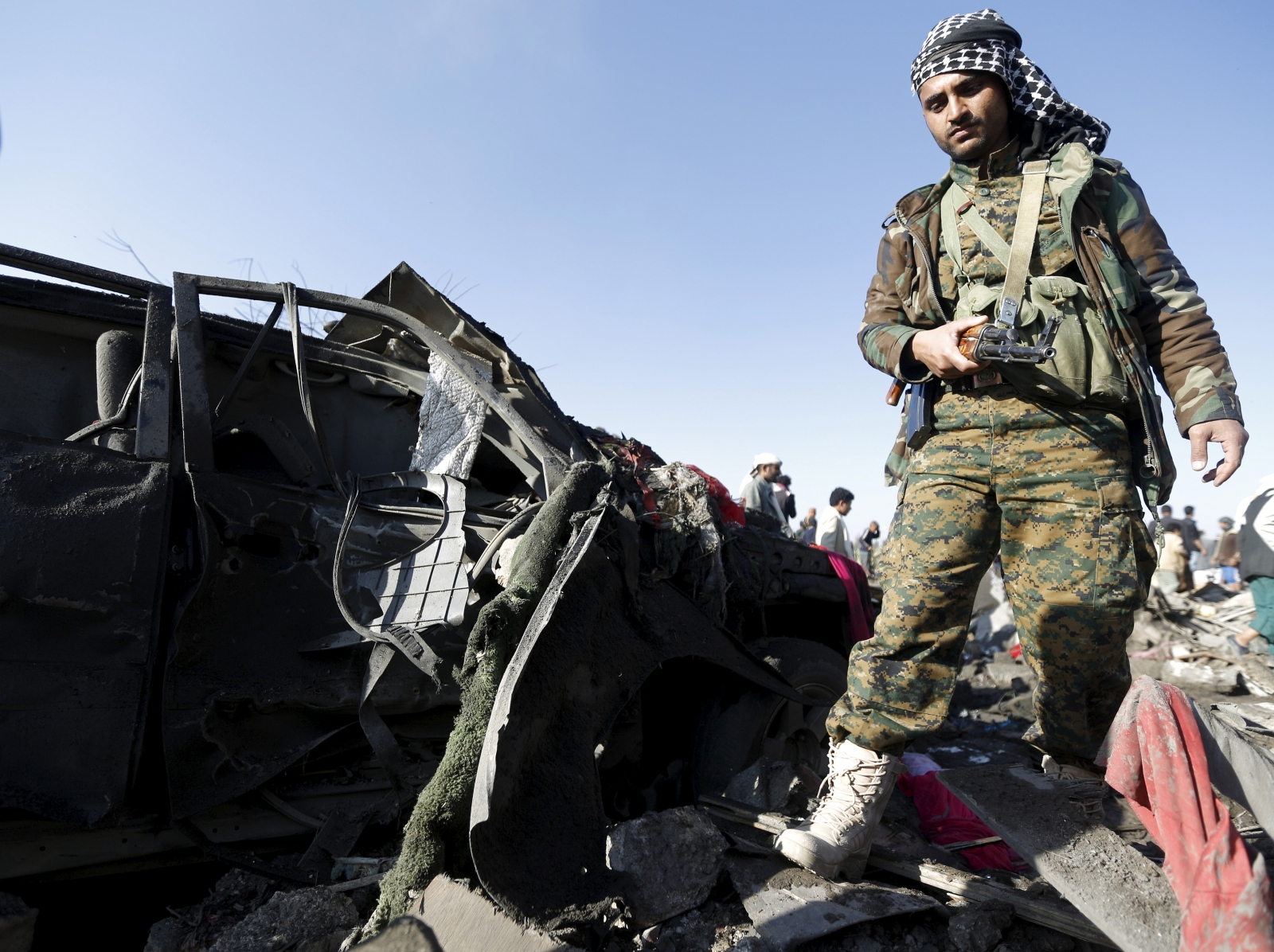 Saudi Arabia air strikes Houthi rebels