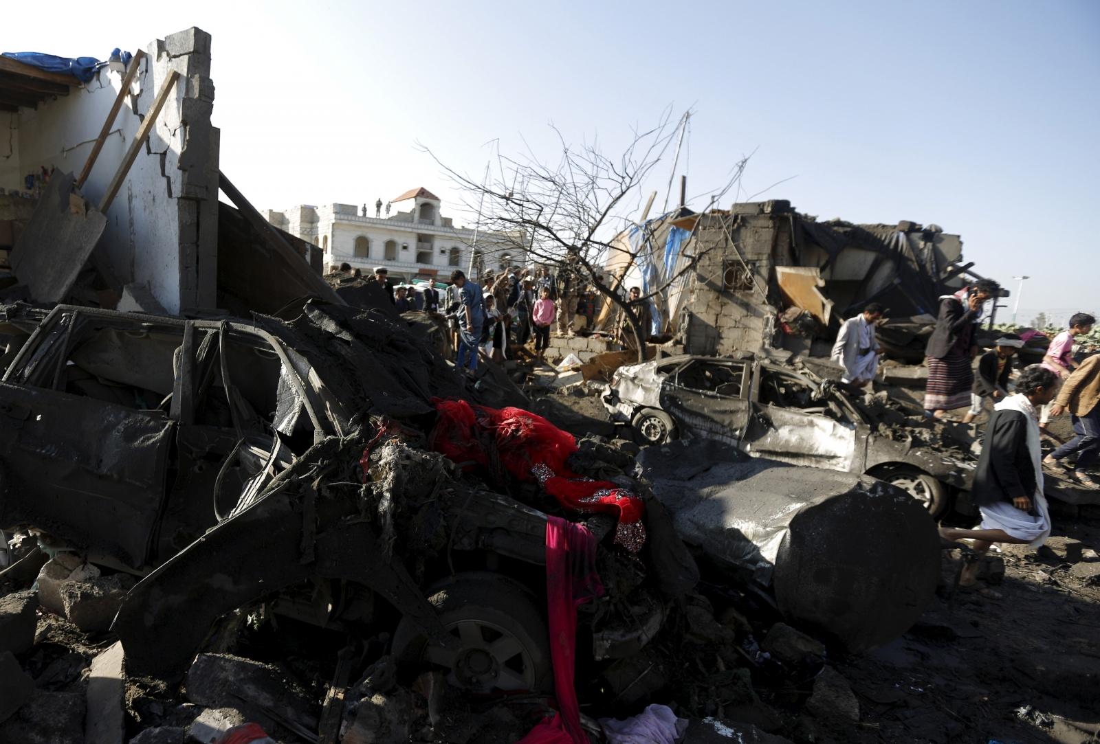 Saudi Arabia air strikes Yemen