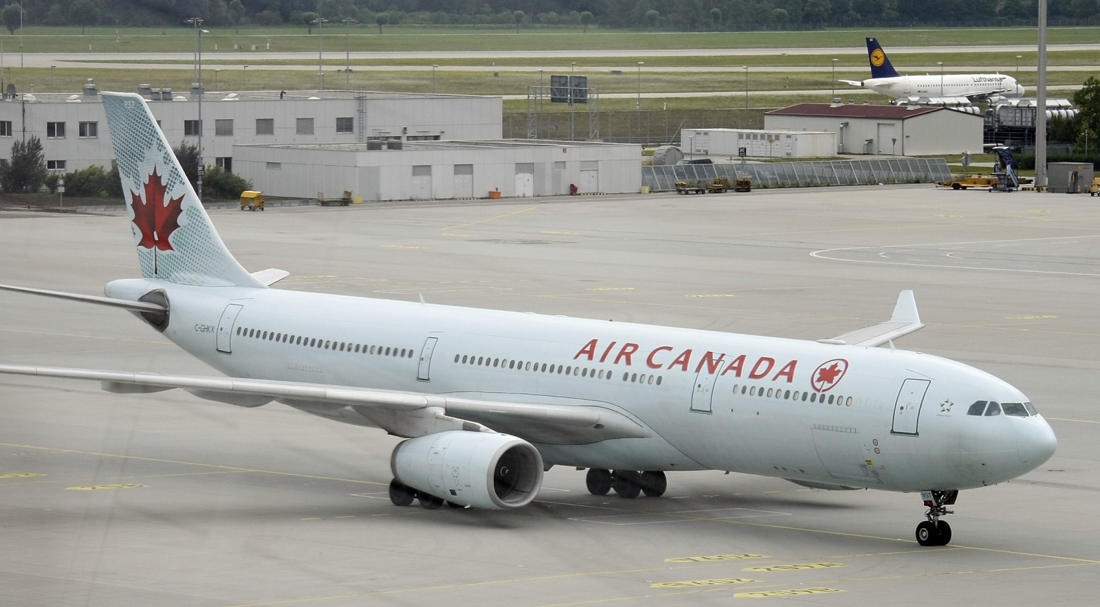 Air Canada passenger plane crash landing