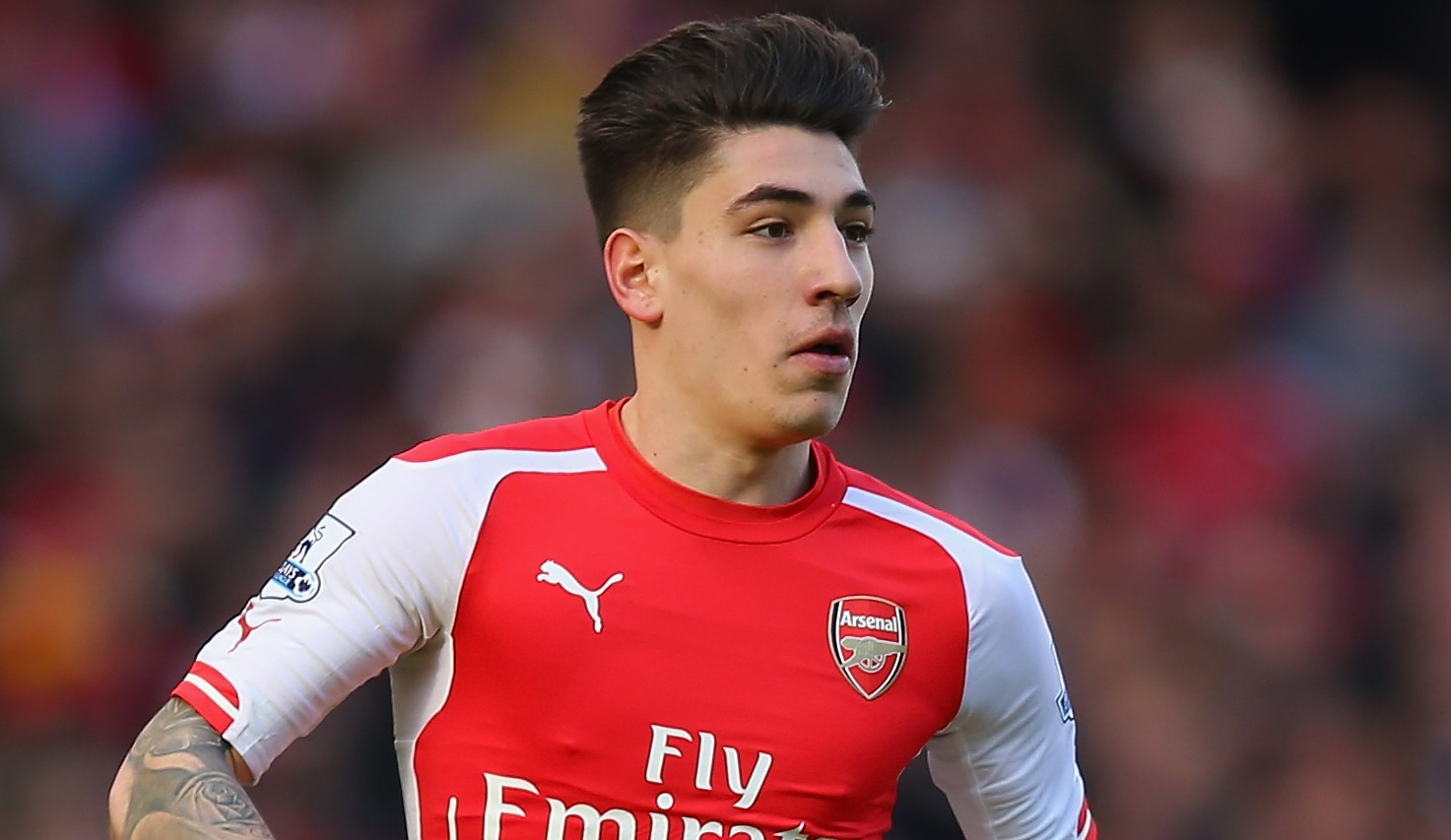 Héctor Bellerín earned a 0.28 million dollar salary, leaving the net worth at 1.14 million in 2017