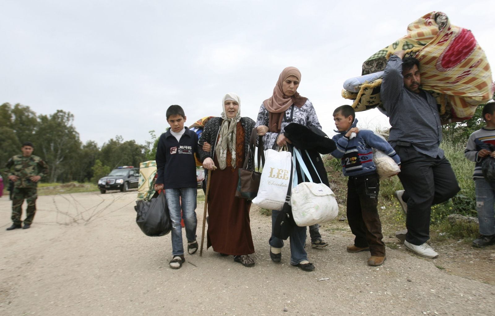 Syrian refugees and fighters return home from Lebanon