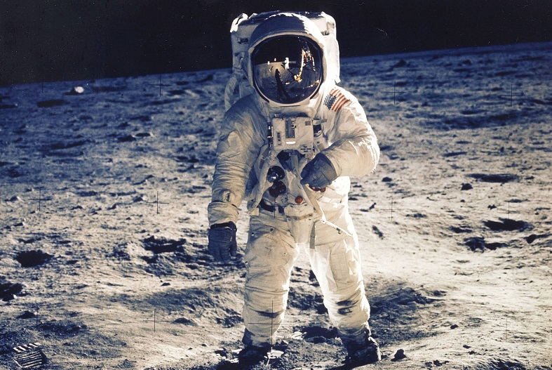 apollo the first space flights to the moon - photo #12